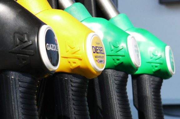Fuel nozzles at the gas station – petrol prices & corona