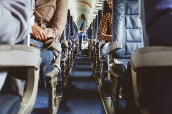 vollbesetztes Flugzeug